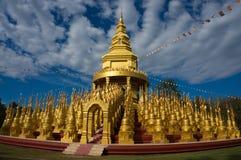 500 goldenes Jedi bei Watpa Sawangboon in Saraburi, Thailand Lizenzfreies Stockfoto