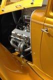 Goldenes klassisches Auto Stockfotografie