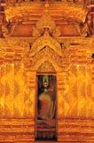 Goldenes Licht und Pracht des Schnitzens des durchdachten Musters, das ist Wat Phra Chao Lan Thong Der Vorsitzende des jährlichen Stockfotos