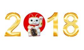 Goldenes Metall beschriftet 2018 mit der glücklichen Katze, die auf weißem Hintergrund lokalisiert wird Lizenzfreies Stockfoto