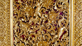 Goldenes Muster auf Säule im Tempel Stockfoto