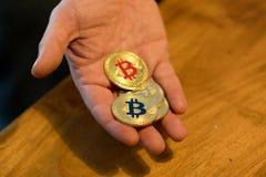 Goldenes neues virtuelles Geld Bitcoins Stockfotografie