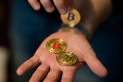 Goldenes neues virtuelles Geld Bitcoins Stockbild