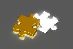 Goldenes Puzzlespielstück mit hellem Loch Stockfotografie
