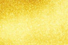 Goldenes Scheinfunkeln mit bokeh Effekt und Fokus selectieve Festlicher Hintergrund mit Lichtern des strahlenden Golds, Champagne stockfoto