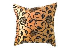 Goldenes silk Kissen mit schwarzen Verzierungen Lizenzfreies Stockfoto