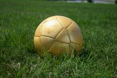 Goldenes soccerball Stockfotos