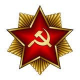 Goldenes sowjetisches Abzeichen - rote Sternsichel und -hammer Stockfoto