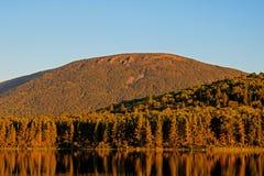 Goldenes Stunden-Licht auf Berg Sagamook stockbilder