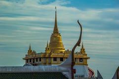 Goldenes stupa Lizenzfreies Stockbild