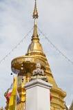Goldenes stupa bei Doi Kham lizenzfreie stockfotos