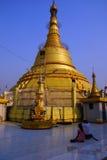 Goldenes stupa der Botataungs-Pagode Stockfotos