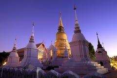 Goldenes stupa in der Dämmerung am acient Tempel, Nord-Thailand Lizenzfreies Stockfoto