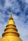 Goldenes Stupa des siamesischen Tempels in Thailand stockfoto