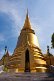 Goldenes Stupa Thailands im großartigen Palast Lizenzfreie Stockbilder