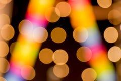 Goldenes und buntes bokeh auf einem dunklen Hintergrund Lizenzfreies Stockbild