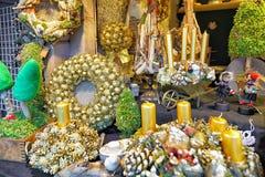 Goldenes Weihnachten windt mit Kerzen am Riga-Weihnachtsmarkt Stockbilder