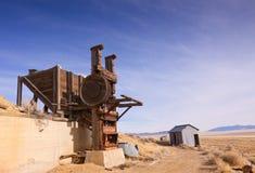 Goldförderung-Stempel-Mühle und Gebäude Stockbild