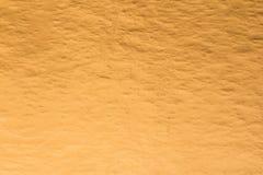 Goldfolien-Metallbeschaffenheitshintergrund für Dekoration stockfotografie