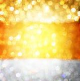 Goldfrühling oder Sommerhintergrund. Eleganter abstrakter Hintergrund mit bokeh defocused Lichtern Stockbild