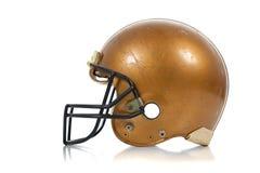 Goldfußballsturzhelm auf einem weißen Hintergrund Stockbild