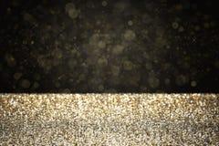 Goldfunkeln mit schwarzem Hintergrund Stockbilder