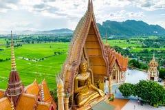 Goldgroßes Buddha-Statuentempel wat tham sua Lizenzfreies Stockbild