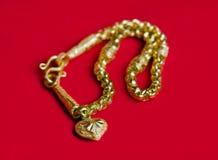 Goldhalskette 96 5-Prozent-thailändischer Goldgrad mit Goldherz penda Lizenzfreies Stockfoto