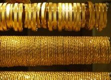 Goldhalsketten und -armbänder Stockfoto
