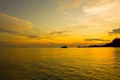 Goldhimmelsonnenuntergang Stockbild