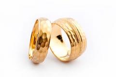 Goldhochzeits-Ringe lizenzfreie stockfotografie