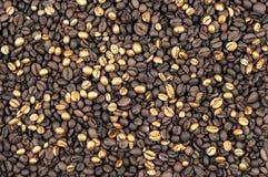 Goldkaffeehintergrund Lizenzfreie Stockfotos