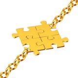 Goldketten mit den montierten Puzzlespielen Stockfotos