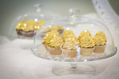Goldkleiner kuchen Lizenzfreie Stockbilder