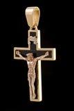Goldkreuzanhänger mit Kruzifix Lizenzfreies Stockfoto