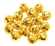 Goldkugel, die neues Jahr verzieren, ist auf weißem Hintergrund Lizenzfreies Stockfoto