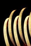 Goldmünzen auf Rand Stockfotos