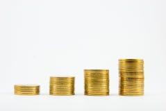 Goldmünzen auf weißem Hintergrund Lizenzfreie Stockfotos