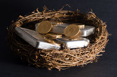 Goldmünzen u. Silberbarren-Notgroschen Stockfoto