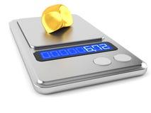 Goldnugget auf Gewichtsskala Stockfoto