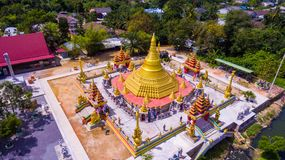 Goldpagode in Thailand Stockbilder