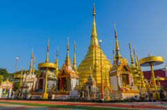 Goldpagode in Wat Phra Borommathat Bantak stockfotografie