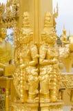 Goldriesestatue Stockbilder