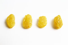 Goldrosine gegen schwarze trockene Rosine Lizenzfreies Stockfoto