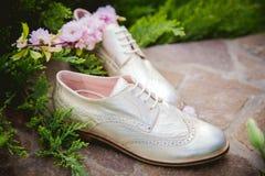 Goldschuhe, italienische Schuhe, Fotos annoncierend, Lizenzfreies Stockbild