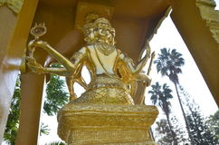 Goldstatue von Brahma Lizenzfreie Stockbilder
