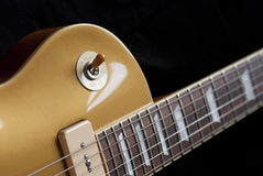 Goldtop elektrisk gitarr med p90 Arkivbilder