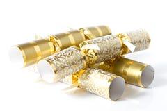 Goldweihnachtencrackerrs getrennt auf Weiß Lizenzfreie Stockfotografie