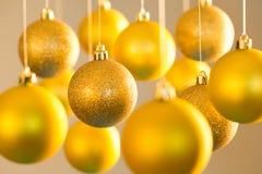 Goldweihnachtsbälle Lizenzfreie Stockbilder