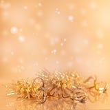 Goldweihnachtshintergrund. Stockbild
